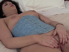 Lord it over BBW Amber Masturbating