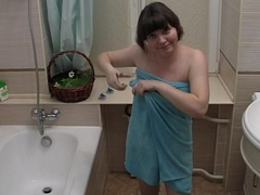 Chick films herself nimble nasty in the bathroom